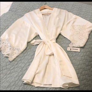flora Nikarooz ivory lace robe bridal anthro